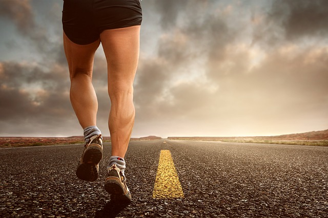 běžec na silnici
