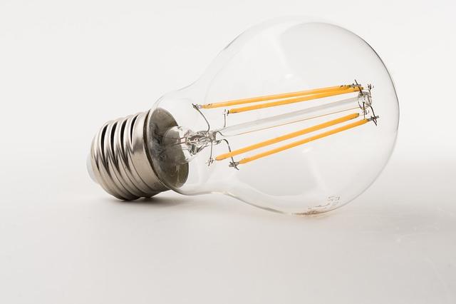 úsporná žárovka.jpg