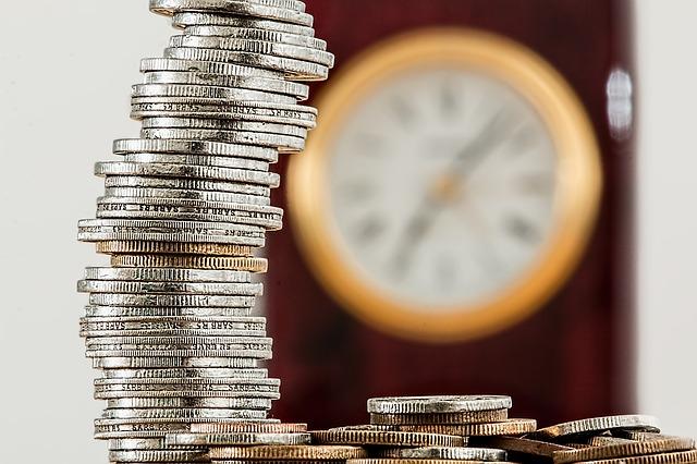 komín z mincí a hodiny.jpg