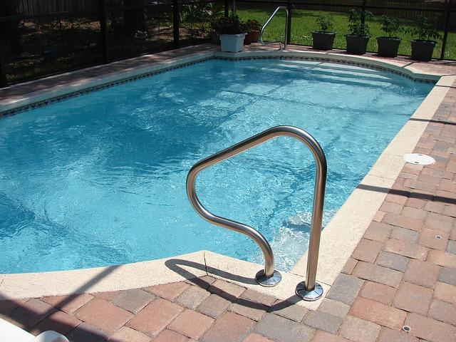 zábradlí u bazénu.jpg