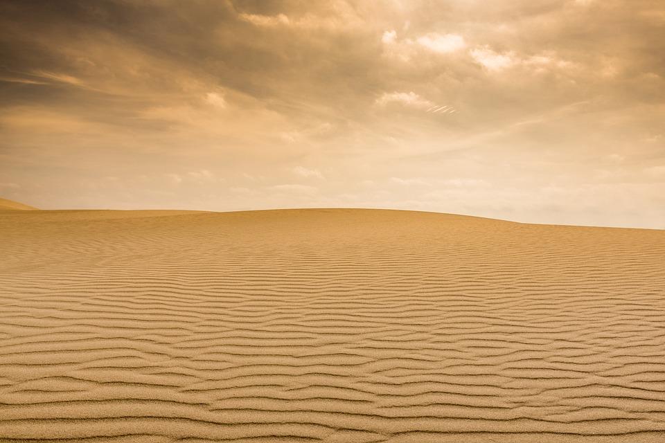 pouští písek